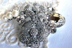 Handmade bridal hair comb. Vintage style crystal pearl wedding head piece. Bridal crystals and pearls comb. Vintage wedding accessory.