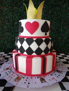 uma festa da Alice Love the cards under the cake! Casino Night Party, Casino Theme Parties, Party Themes, 40th Birthday Parties, 25th Birthday, Good Healthy Snacks, Healthy Meals For Two, Party Centerpieces, Party Favors
