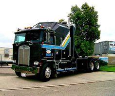 Heavy Duty Trucks, Big Rig Trucks, Tow Truck, Semi Trucks, Cool Trucks, Cool Cars, Peterbilt 379, Kenworth Trucks, Antique Trucks