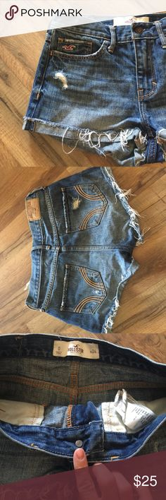 Mid rise hollister shorts Mid rise frayed shorts Size 0 w24 , hollister denim shorts in excellent like new condition Hollister Shorts Jean Shorts
