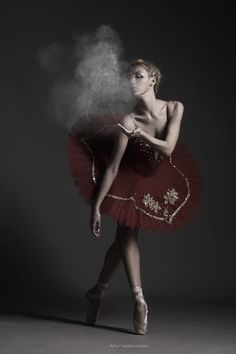 .....:0 I would love to do something like this for a pointe ballet dance if I ever get pointe shoes!!