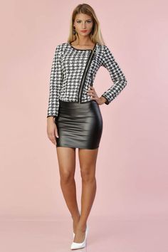 mini skirts and sexy legs Hot Outfits, Skirt Outfits, Fashion Outfits, Black Leather Skirts, Leather Dresses, Sexy Skirt, Dress Skirt, Sexy Rock, Looks Pinterest