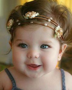 My goodness she's too cute ☺️ Cute Little Baby, Baby Kind, Cute Baby Girl, Little Babies, Baby Love, Cute Babies, Precious Children, Beautiful Children, Beautiful Babies