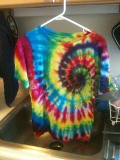 Tie dye techniques. Now I want to tie dye all the things....