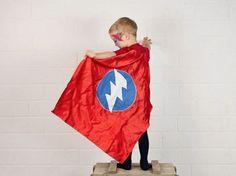 Tutorial fai da te: Come fare un mantello da supereroe via DaWanda.com