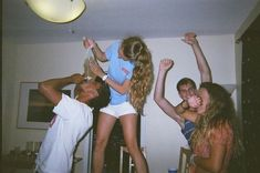 Party friends night pictures friendship 34 new Ideas Best Friend Pictures, Bff Pictures, Film Pictures, Night Pictures, Cute Friends, Best Friends, Drunk Friends, Film Shot, Indie Movies