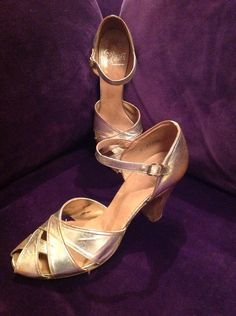 leather metallic finish dancing shoes ♥️Soles have been worn only indoors by the markings ♥️Silver crossover peep toe fronts ♥️Heels Gold Leather, Leather Shoes, Plastic Shoes, Dancing Shoes, Shoe Storage, Fashion Books, Crossover, 1940s, Character Shoes