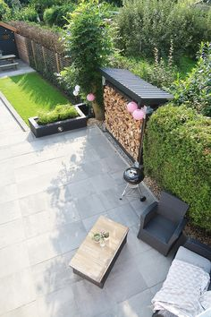 Tuininspiratie: onze tuinverbouwing en veranda - Follow Fashion Outdoor Rooms, Outdoor Living, Outdoor Decor, Patio Deck Designs, Firewood Storage, Lean To, Garden Seating, Private Garden, Shed Plans