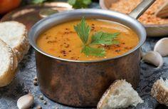 Esta sopa foi especialmente formulada com ingredientes termogênicos (aceleradores do metabolismo), diuréticos e ricos em fibra.O resultado é uma receita que, ao mesmo tempo que alimenta, dá uma forte contribuição para a perda de peso.