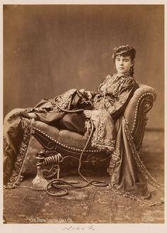 Pascal Sébah | 232. Dame turque chez elle | Museum für Kunst und Gewerbe Hamburg | 1860–1883