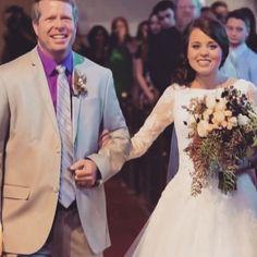 Jim Bob Duggar walks his daughter Jinger down the aisle on her wedding day