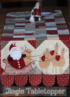 A Magnificent new Tablerunner to make your table stand out for the Festive Season. There's plenty of time to make at least one Jingle Tabletopper before Christmas. You can use up all those s... Christmas Patchwork, Christmas Applique, Christmas Sewing, Christmas Quilting, Table Runner And Placemats, Table Runner Pattern, Quilted Table Runners, Christmas Projects, Christmas Crafts