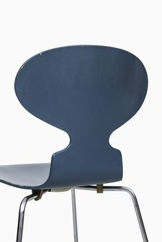 Arne Jacobsen dining chairs model Ant at Studio Schalling