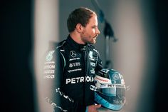 Valtteri Bottas, F1 Drivers, Ubs, Comedians, Wheels, Baseball Cards, Sports, Life, High Chairs
