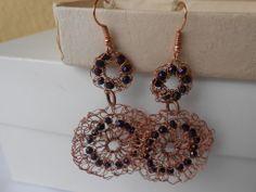 Orecchini  pendenti fatti a mano a crochet  con filo di rame e cristalli viola, idea regalo., by Le gioie di  Pippilella, 8,00 € su misshobby.com