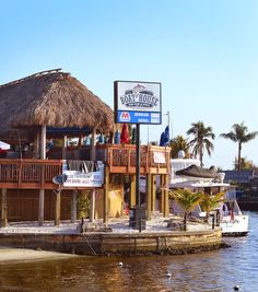 BOATING, Bars and Bungalows in Cape Coral, Florida - Boathouse Tiki Bar and Grill | Beaches Bars and Bungalows Travel Blog