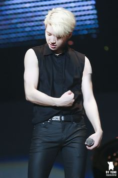 Infinite Woohyun sexy arms (plus sexy thighs) Kim Song, Infinite Members, Dong Woo, Nam Woo Hyun, Kim Myung Soo, Myungsoo, Woollim Entertainment, Lee Sung, Bts And Exo