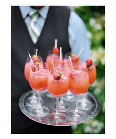 Summer wedding Drinks - Summer Strawberry Sangria 1 Bottle Moscato or Sparking White Wine cup Strawberry Schnapps 2 Tablespoons Sugar 1 bag frozen Strawberries, sliced or whole Mix all ingredients, let sit for about 15 minutes. Party Drinks, Fun Drinks, Drinks Wedding, Wedding Foods, Brunch Drinks, Wedding Ideas, Wedding Menu, Beverages, Summer Cocktails