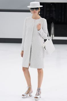 Chanel Spring 2016 Ready-to-Wear Collection Photos - Vogue. Love! Love! Love!