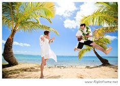 Destination wedding on the beautiful Kahala Beach (Waialae Beach Park), Oahu   Photo by http://rightframe.net