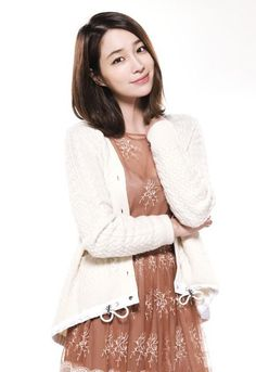 5. Lee Min Jung, Kim In Kwon (Rain)'s sweet and confused wife he left behind.