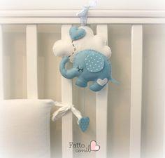 elefantino della fortuna da appendere dove vuoi tu, by fattoconilcuore, 23,00 € su misshobby.com Mobiles, Baby Crafts, Felt Crafts, Baby Staff, Elephant Theme, Felt Baby, Baby Keepsake, Felt Decorations, Felt Toys