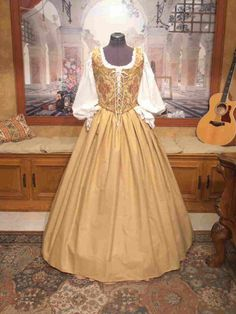 Renaissance Wench or Maiden Reversible Bodice and by fairefinery at Etsy Celtic Dress, Viking Dress, Medieval Dress, Dress Outfits, Cute Outfits, Fashion Dresses, Vintage Ball Gowns, Fantasy Gowns, Fairytale Dress