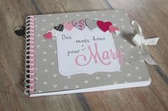 livre d'or baptême Mary (640x426) Mini Albums Scrap, Mini Scrapbook Albums, Baby Scrapbook, Scrapbook Paper, Scrapbooking Ideas, Diy Souvenirs, Baby Shower Roses, Album Book, Creative Memories