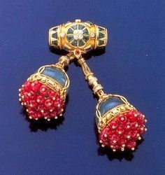 This lovely Cherries Brooch comes from the collection of the Duchess of Windsor. In its original form, it was actually a necklace that consisted of two rows of ruby beads with a large gold clasp at the end. From the clasp, two cherry pendants hang from several gold threads. The clasp also contained uncut emeralds and brilliants. Wallis received the brooch as a present from the Duke of Windsor. She occasionally wore it with her other ruby jewellery, or just on its own throughout the 1950s and…
