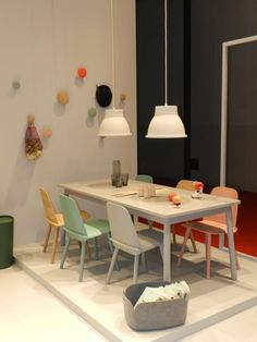 Muuto: Adaptable Table, Studio Lamp, Nerd Chair, Restore Mand, Dots wandhaken...