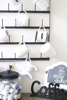 A fresh white kitchen white cottage home & living Tidy Kitchen, Kitchen Decor, Room Kitchen, Kitchen White, Glass Kitchen, Kitchen Ideas, Funky Home Decor, Diy Home Decor, Room Decor