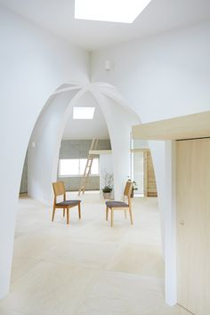 Hiroyuki Shinozaki's House I features stone walls surrounding a ribbed dome. Visit Design Inspirations: http://inspirations.caesarstone.com/