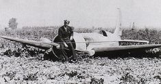 Billionaire genius Howard Hughes rests upon the prop of his record setting Racer after its first flight, resulting in a crash landing in a beet field. Howard Hughes, H 1, Vintage Airplanes, Dieselpunk, Old Photos, Rare Photos, American History, Aircraft, World