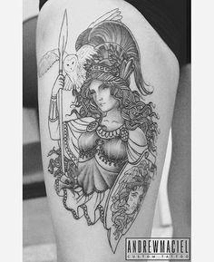 Segunda sessão da #athena da @giurodriguesmake , ainda bem recente então tava difícil de tirar uma foto melhor, nessa sessão foram acrescentadas a #coruja , a #medusa no escudo e o começo do sombreado #tatuagem #atena #minerva #deusa #grego #sabedoria #tattoo #greek #goddess #wisdom #owl