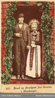 Digitalt Museum - 117. Brud og Brudgom fra Graven i Hardanger. Marcus Selmer,1