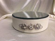 Faux Pearl und Vintage Brosche Hochzeitstorte stand - rund oder eckig aller Größen