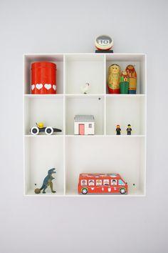 Een letterbak is handig op de kinderkamer voor souvenirs, knutselwerkjes of andere decoraties.