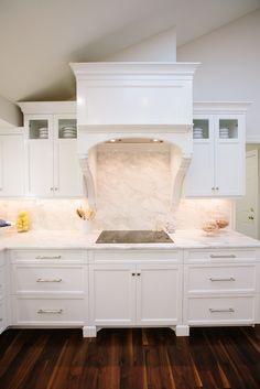 range Calacatta Gold Marble, Kitchen Vent, Granite, Kitchen Remodel, Countertops, Raven, Projects, House, Design