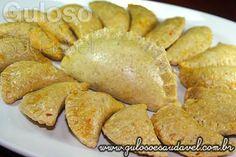 Quem curte beliscar um Pastel de Bacalhau Assado enquanto bate um bom papo com os amigos? É uma combinação deliciosa e perfeita!  #Receita aqui: http://www.gulosoesaudavel.com.br/2012/09/26/pastel-bacalhau/
