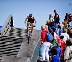Galeria de imagens do Mundial de Cross Triathlon da ITU  http://www.mundotri.com.br/2013/07/galeria-de-imagens-do-mundial-de-cross-triathlon-da-itu/