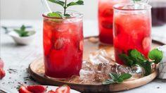 V letných horúčavách je super osviežením práve ovocný ľadový čaj. Miesto kupovaného, ktorý v sebe skrýva veľa cukru, si radšej urobte lahodný domáci. Ide to naozaj rýchlo a ľahko.