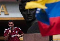 La bandera, Bolívar, Venezuela y la vinotinto en el corazón. (Repined José Manuel Rodriguez)