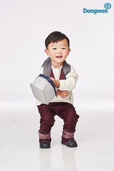 He is my favourite child in return of superman- he's just too cute and chill Superman Cast, Superman Family, Live Action, Dramas, Cute Kids, Cute Babies, Superman Wallpaper, Korean Variety Shows, Asian Babies