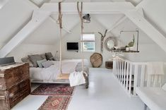 Gorgeous 40 cozy attic loft bedroom design & decor ideas https attic attic bedroom layouts decorating attic bedrooms Attic Loft, Loft Room, Bedroom Loft, Dream Bedroom, Home Decor Bedroom, Attic Office, Attic Playroom, Attic Master Bedroom, Loft Bed Room Ideas