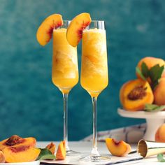 This Peach Bellini Slushies recipe is a frozen take on the classic brunch cocktail! Made in the blender with just 4 ingredients, this easy champagne cocktail is a refreshingly boozy beverage to enjoy all summer. Slushies, Peach Bellini Recipe, Frozen Peach Bellini, Drinks Alcohol Recipes, Cocktail Recipes, Cocktail Videos, Margarita Recipes, Bellini Cocktail, Peach Drinks