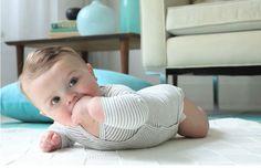 Ponerlo bocabajo es un ejercicio indispensable para fortalecer músculos y lo prepara para el gateo.