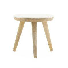 De Trident serie is een combinatie van salontafels met een mooi marmeren blad. Ze zijn verkrijgbaar in 3maten en 2kleuren.