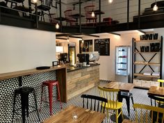 Loft Cafe Karlín: Cafe, desing, the best coffee in Prague, Breakfast, local Czech Vine, Beer and Drinks