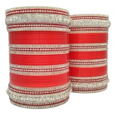 Designer Red Wedding Bangles specially made for an indian bride. It's simple an sobber design would make any bride feel special and happy on her marrige. Buy this superb red wedding chura and feel proud by wearing this superb design bridal bangles.
