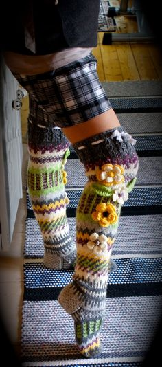 Irish lace, crochet, crochet patterns, clothing and decorations for the house, crocheted. Knit Stockings, Funky Socks, Alondra, Knee Socks, High Socks, Irish Lace, Crochet Slippers, Irish Crochet, Knitting Socks